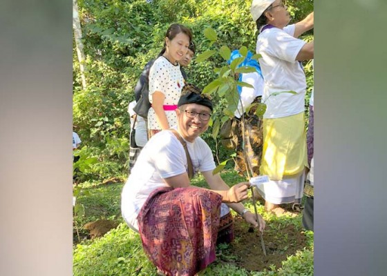 Nusabali.com - genbi-bali-bakti-sosial-di-pura-batukaru-tabanan