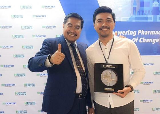 Nusabali.com - staf-farmasi-rsup-sanglah-terima-iypg-award-2019