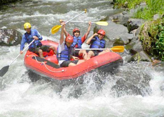 Nusabali.com - pengusaha-rafting-tolak-titipan-retribusi