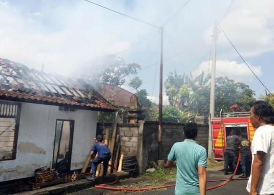 Nusabali.com - kebakaran-hanguskan-rumah-di-ubud