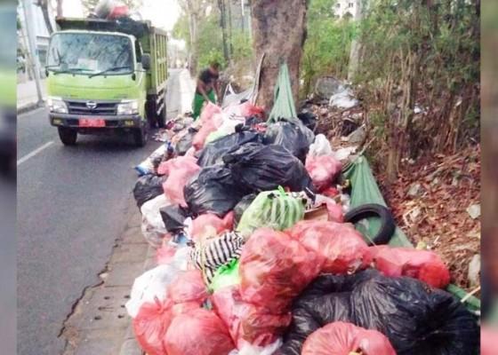 Nusabali.com - kerahkan-75-petugas-terangkut-80-truk