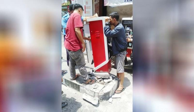 www.nusabali.com-mobil-box-pengangkut-ikan-senggol-e-parkir-pasar-badung
