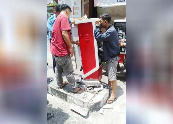 Nusabali.com - mobil-box-pengangkut-ikan-senggol-e-parkir-pasar-badung