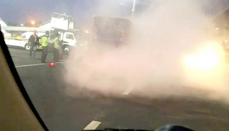 www.nusabali.com-lagi-bus-bandara-ngurah-rai-terbakar