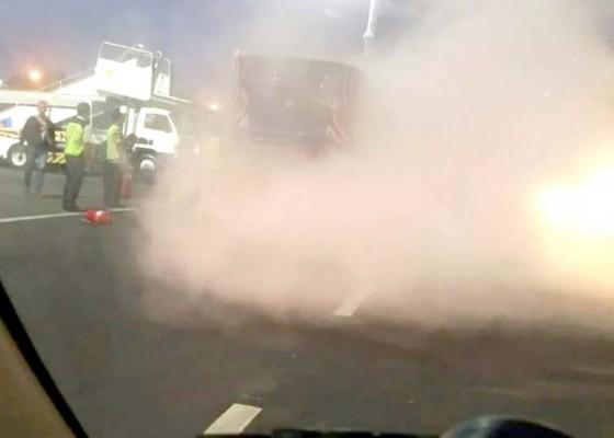 Nusabali.com - lagi-bus-bandara-ngurah-rai-terbakar
