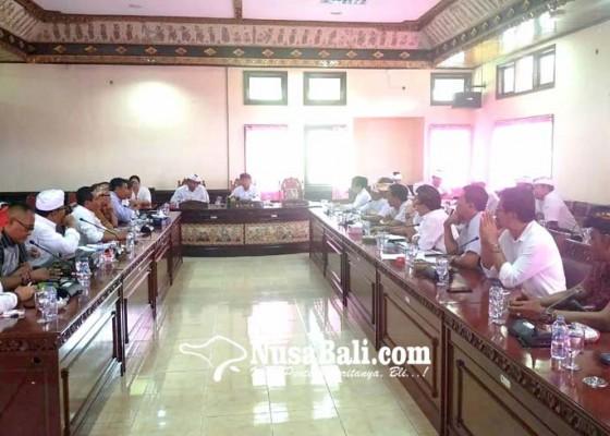 Nusabali.com - perbekel-datangi-dewan-minta-kenaikan-gaji