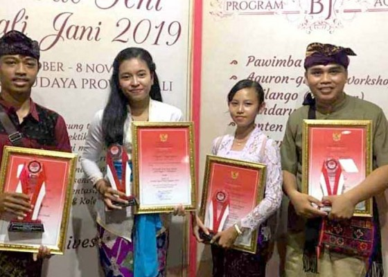 Nusabali.com - siswa-sma-pgri-amlapura-penulis-cerpen-terbaik-bali-jani