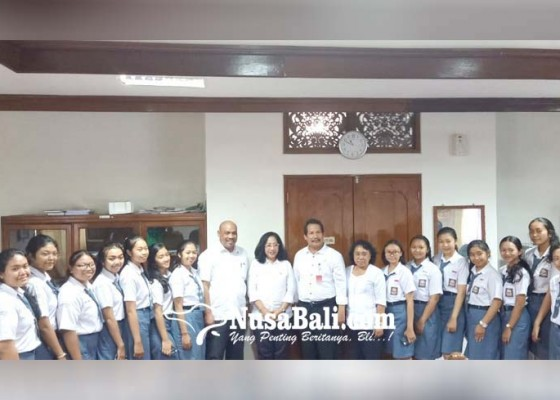 Nusabali.com - komisi-iv-urunan-bantu-tim-peneliti-muda-sman-7-denpasar