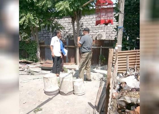 Nusabali.com - satpol-pp-tertibkan-pembuang-limbah-garmen