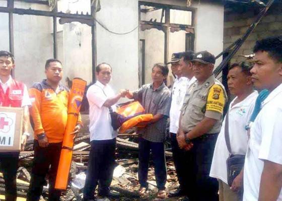 Nusabali.com - bpbd-bantu-korban-kebakaran