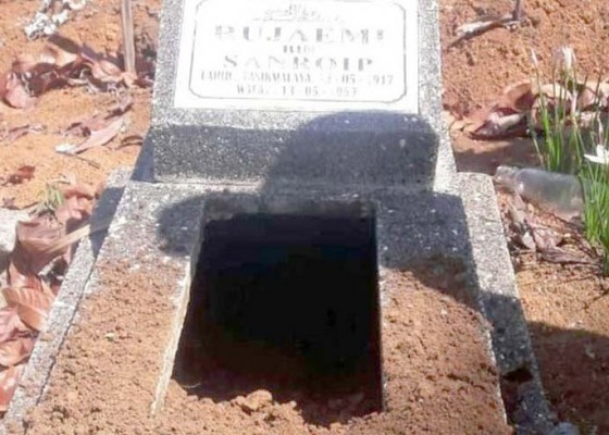 Nusabali.com - puluhan-makam-kembali-digali