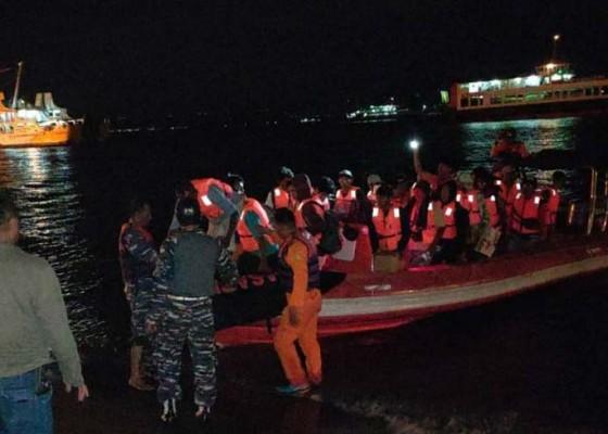 Nusabali.com - kapal-kandas-49-penumpang-dievakuasi
