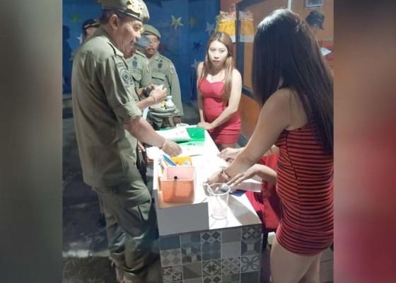Nusabali.com - sidak-bocor-satpol-pp-disambut-pelayan-kafe