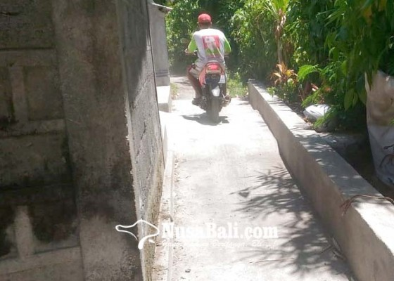 Nusabali.com - jalan-tergerus-hanya-bisa-dilalui-motor