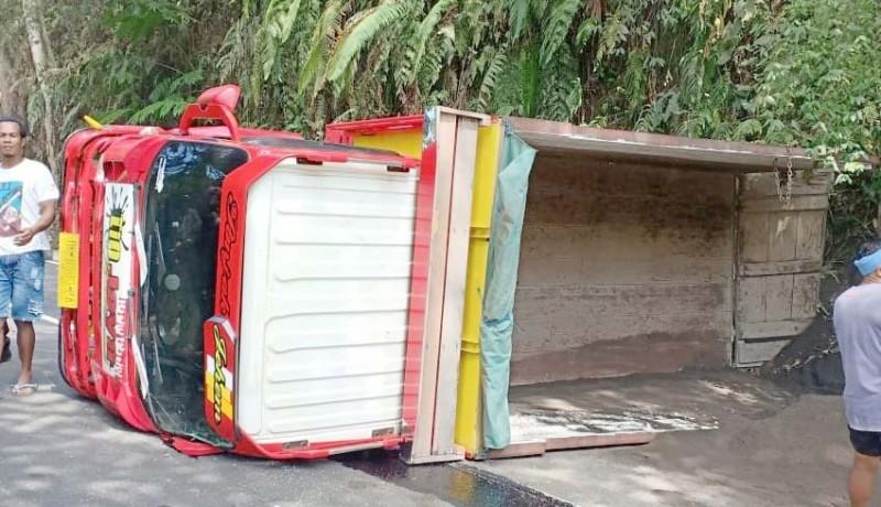 www.nusabali.com-ngatret-truk-tabrak-tebing