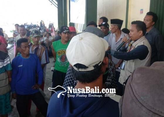 Nusabali.com - protes-warnai-penyerahan-bantuan-mesin-jukung