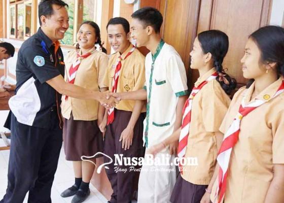 Nusabali.com - pemilos-smkn-amlapura-pakai-hp