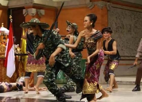 Nusabali.com - sman-2-semarapura-pentaskan-puputan-margarana