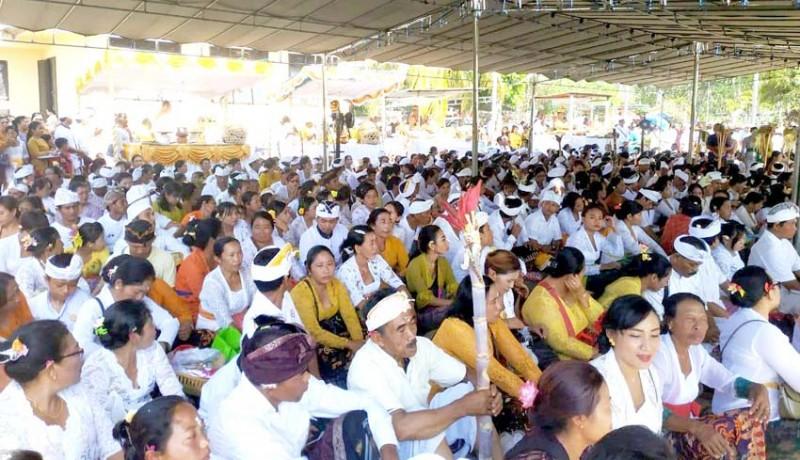 www.nusabali.com-tumpek-wayang-ratusan-umat-ikuti-pabayuhan-massal