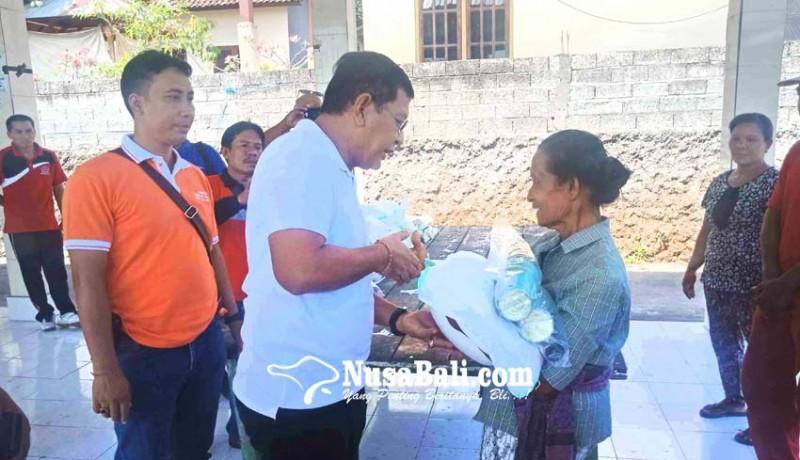 www.nusabali.com-keluarga-bayi-korban-gempa-seririt-dibantu-terpal-belum-terima-sembako