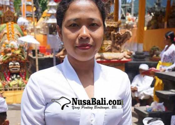 Nusabali.com - pertama-kali-wanita-menari-keris-gunakan-keris-pusaka