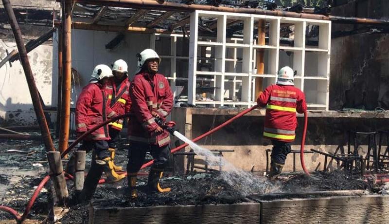 www.nusabali.com-vila-terbakar-atap-palinggih-warga-hangus
