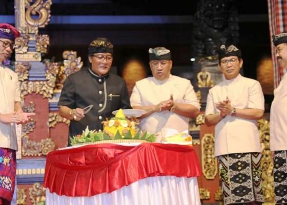 Nusabali.com - bupati-giri-prasta-tutup-festival-seni-budaya-fsb-xiii