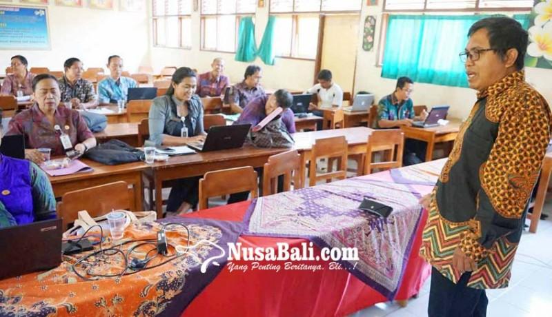 www.nusabali.com-guru-dan-kasek-sd-dilatih-menulis-karya-ilmiah