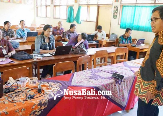 Nusabali.com - guru-dan-kasek-sd-dilatih-menulis-karya-ilmiah