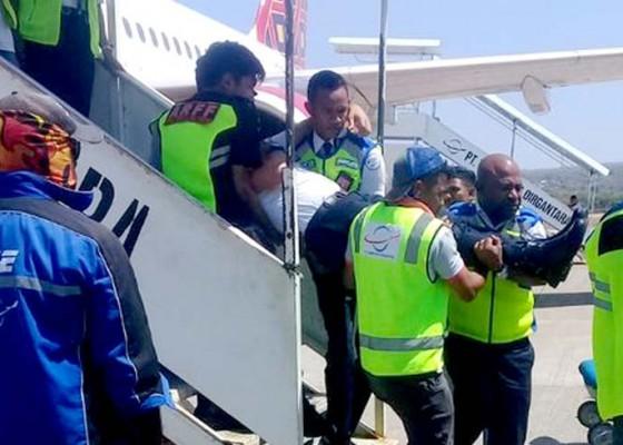 Nusabali.com - pilot-pingsan-batik-air-mendarat-darurat