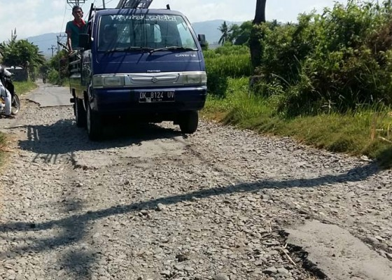 Nusabali.com - akses-jalan-pura-segara-lokapaksa-rusak-parah