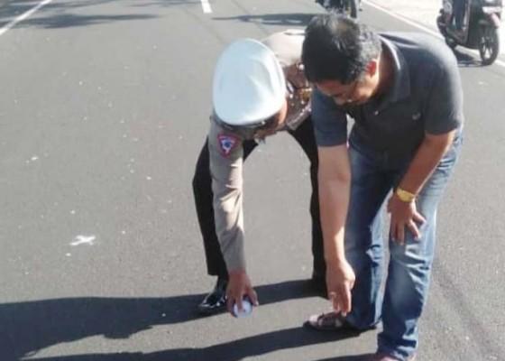 Nusabali.com - diduga-ngantuk-pemotor-tewas-tabrak-mobil
