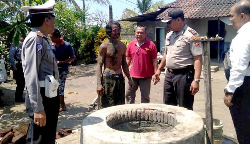 www.nusabali.com-bongkar-sumur-buruh-tertimbun-reruntuhan