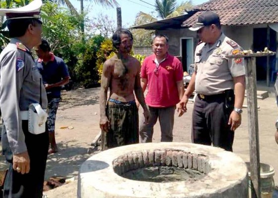 Nusabali.com - bongkar-sumur-buruh-tertimbun-reruntuhan