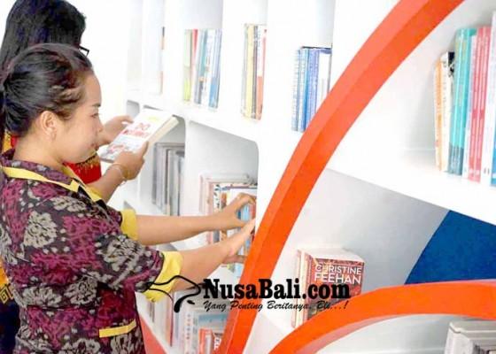 Nusabali.com - pengunjung-perpustakaan-dapat-hadiah-buku-hindu