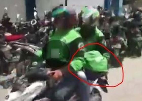 Nusabali.com - viral-rombongan-ojol-bawa-lari-jenazah-bayi