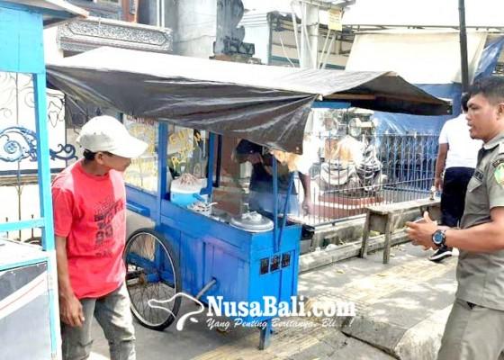 Nusabali.com - satpol-pp-jembrana-ciduk-6-pkl-satu-pelanggar-terancam-disidang