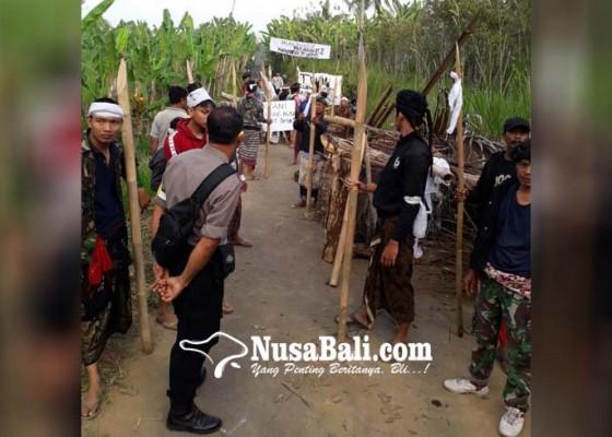 Nusabali.com - blokade-warga-selasih-dibongkar-paksa