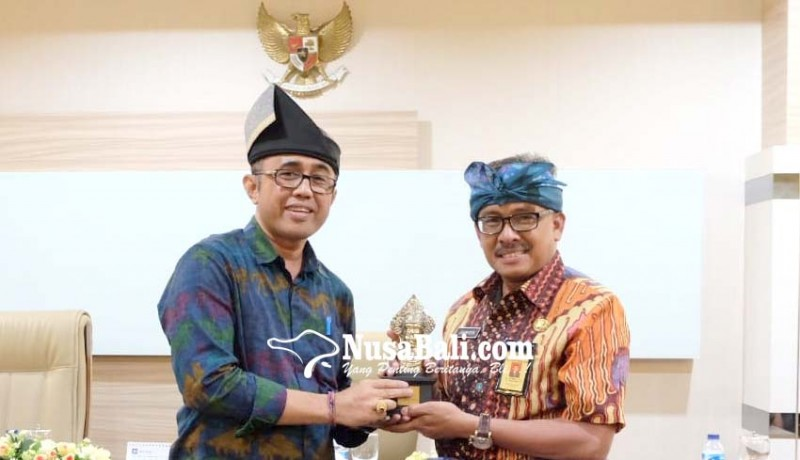 www.nusabali.com-pip-bagian-humas-pemkot-denpasar-sambangi-pemkot-batam