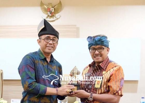 Nusabali.com - pip-bagian-humas-pemkot-denpasar-sambangi-pemkot-batam