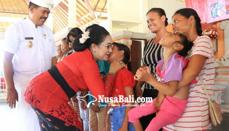 www.nusabali.com-forkomwil-puspa-bali-sebar-900-paket-sembako