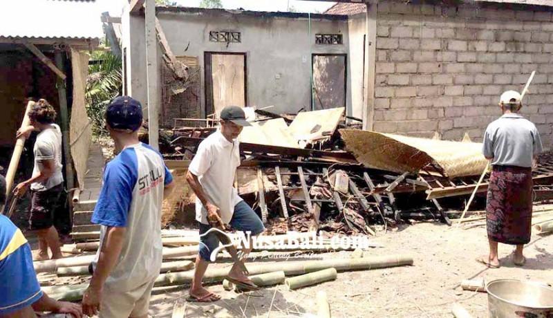 www.nusabali.com-rumah-terbakar-sepasang-lansia-numpang-di-kerabat
