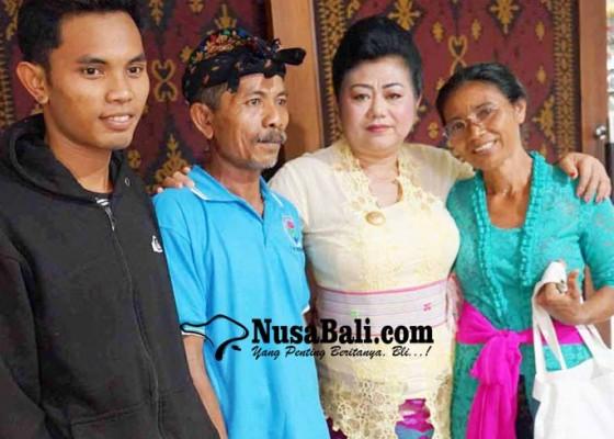 Nusabali.com - bupati-lepas-pasutri-transmigran-ke-ntt