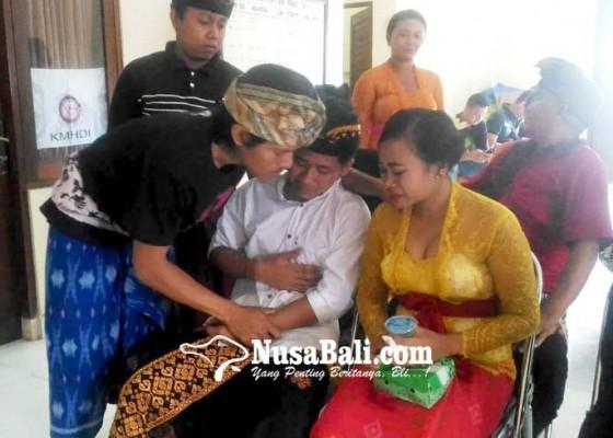Nusabali.com - perkawinan-sejoli-pembuang-bayi-diwarnai-isak-tangis