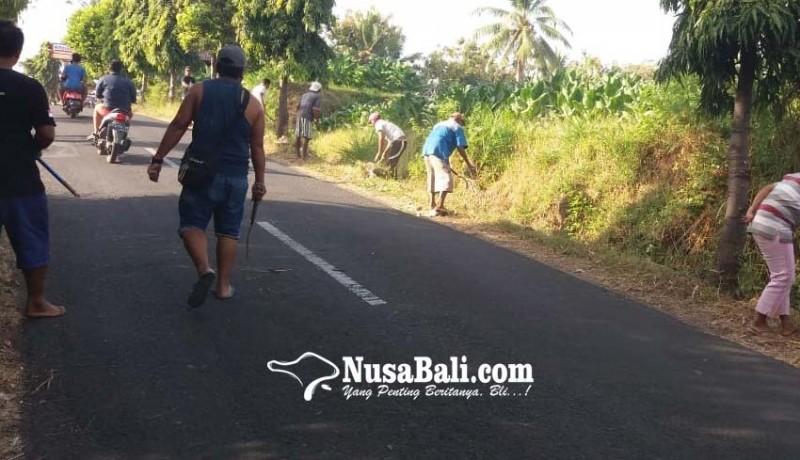 www.nusabali.com-antisipasi-banjir-dlh-buleleng-bersihkan-drainase