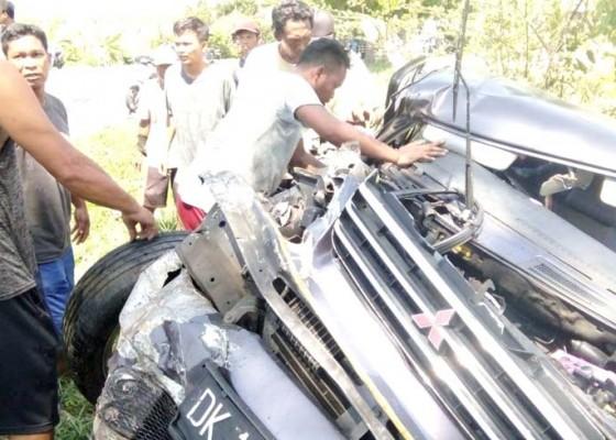 Nusabali.com - minibus-kuda-vs-truk-1-korban-tewas
