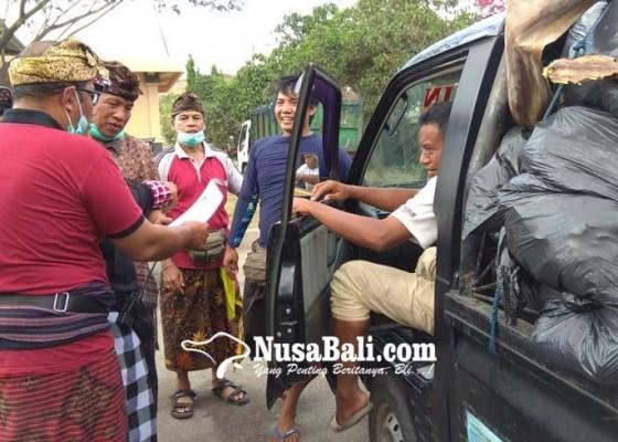 Nusabali.com - 18-truk-sampah-ditolak-masuk-tpa