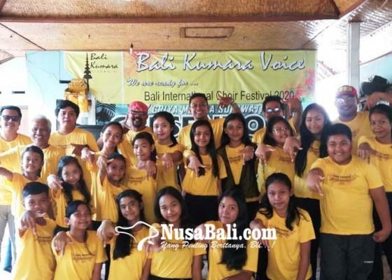 Nusabali.com - bk-7-dihiasi-20-penyanyi-bertalenta