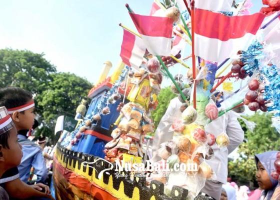 Nusabali.com - meriahnya-lomba-pawai-hias-telur-di-polda-bali