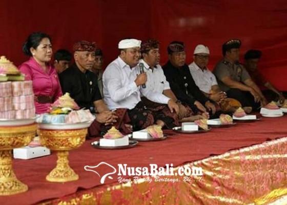 Nusabali.com - dipertanyakan-penyerahan-uang-bansos-gelondongan